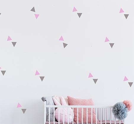 מדבקות קיר בדוגמת משולשים לעיצוב חדרי ילדים פיין גיפטס