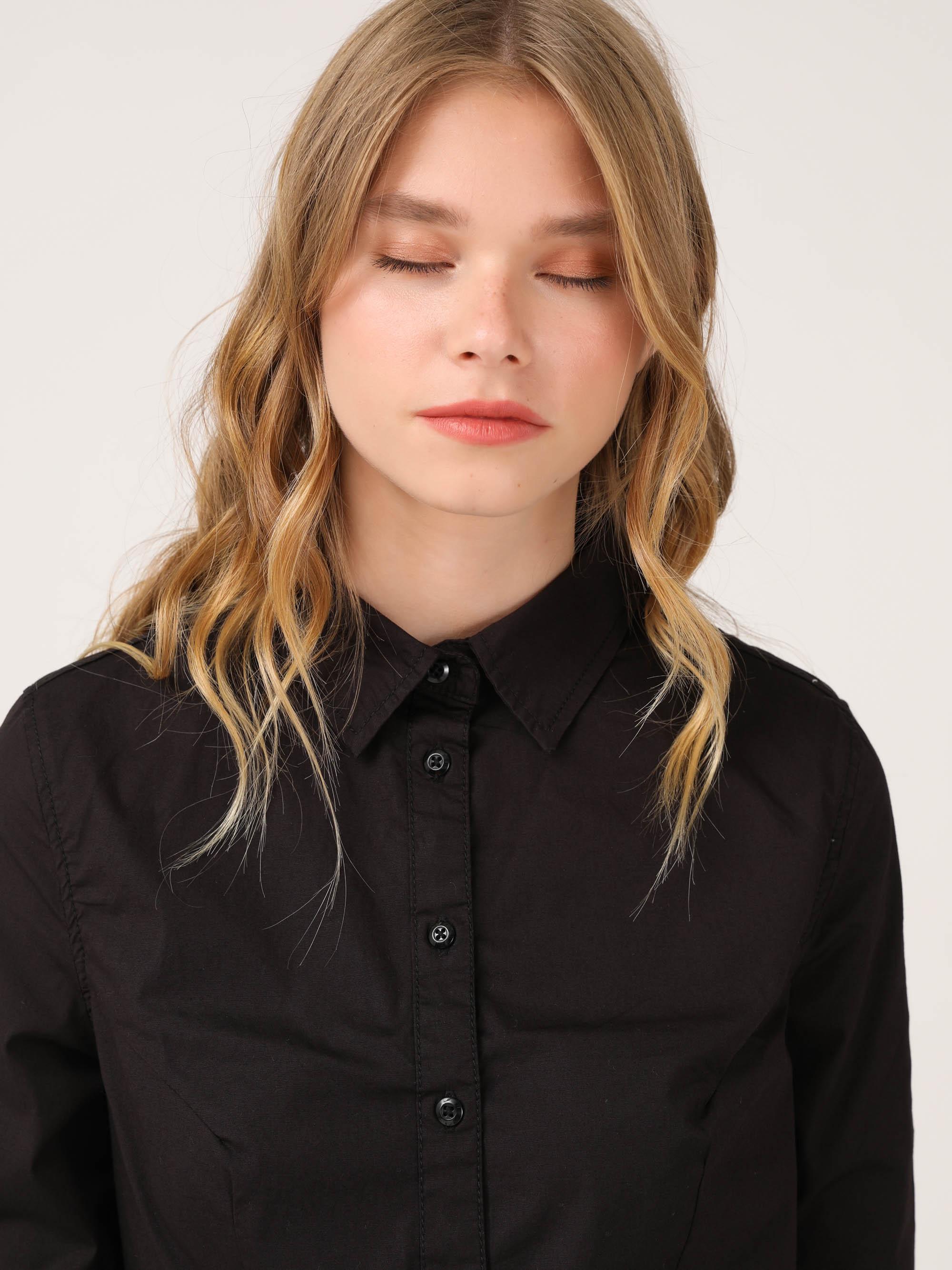 חולצת צווארון עם כפתורים