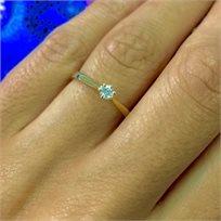 טבעת אירוסין מדגם סוליטר המשובצת יהלום עגול במשקל 0.11 קראט