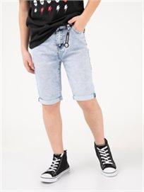 מכנסי גינס עם תליון גולגולת