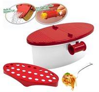 כלי להכנת פסטה במיקרוגל תוך דקות, עם מכסה המשמש כמסננת וידיות מדידה