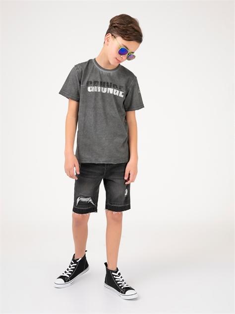 חולצת טי יומיומית במראה גראנגי