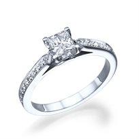 טבעת אירוסין זהב לבן בשיבוץ יהלום פרינסס 0.60 קראט