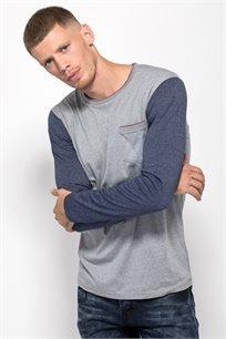 חולצת טי אמריקאית עם כיס