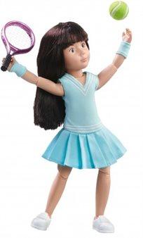 בובת לונה באימון טניס עם סט ביגוד
