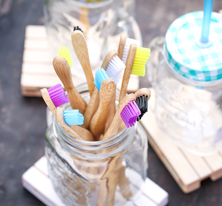 מברשת שיניים למבוגרים דרגת רכות SOFT ידית עשויה 100% במבוק Humble brush - תמונה 3