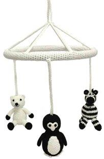 מובייל למיטת תינוק או עריסה בעבודת יד מחוט במבוק פנדה/פינגוין/זברה