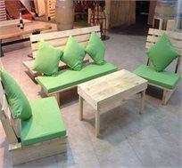 פינת זולה איכותית מעץ אורן הכוללת ספסל, 2 ספות יחיד, שולחן, מזרנים וכריות מבית HomeTown