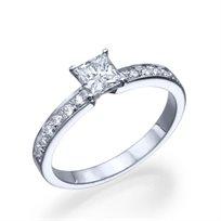 """טבעת אירוסין """"לנה"""" בשיבוץ יהלומי פרינסס זהב לבן"""