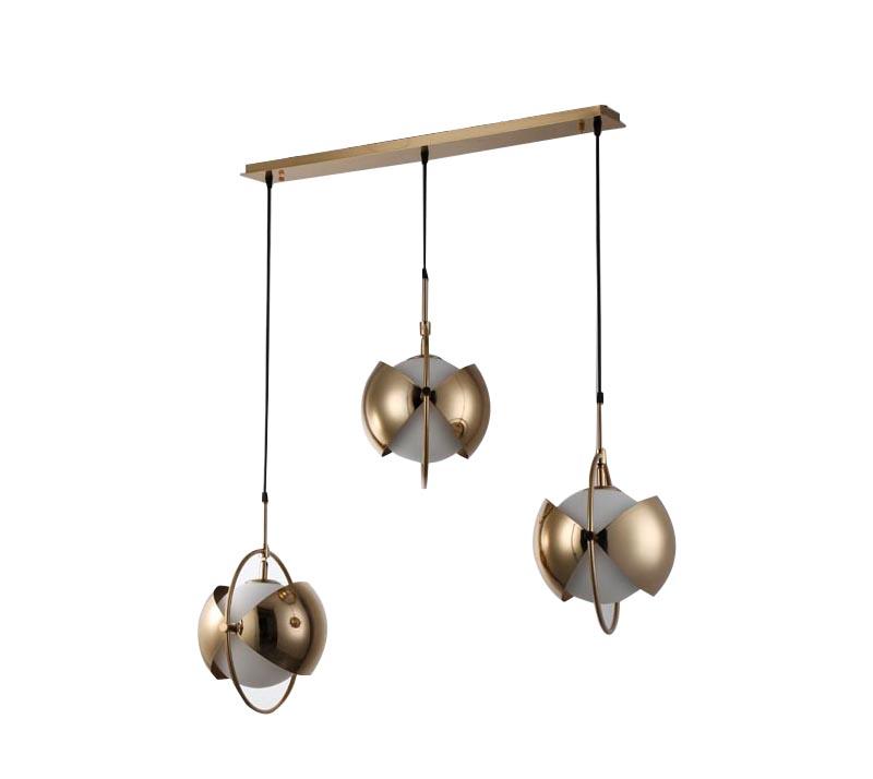 מנורת תליה דגם סארין שלישיה ביתילי בעלת שלושה גופי תאורה בשילוב של מתכת וזכוכית כדור חלבי - משלוח חינם - תמונה 2