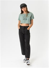 Afends נשים // Ride Away Wide Neck Cropped Tee