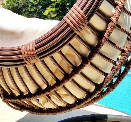 כורסאת ערסל בגימור דמוי ראטן מעוגל עבה במיוחד בעל עיצוב חדשני לבית, למרפסת ולחצר HomeTown  - תמונה 4