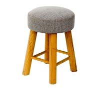 כיסא שרפרף עגול מעוצב עם רגליים בגוון עץ טבעי ומושב מרופד U DESIGN