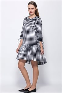 שמלת משבצות שרוול 3/4 עם קשירה ורקמה