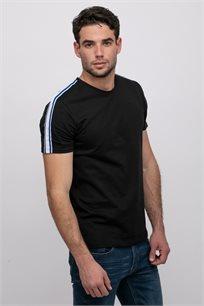 חולצת טי לייקרה בשילוב סרטי כתף