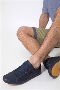 נעלי סניקרס ספורטיבי במראה עור