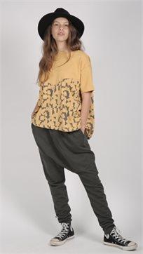 MAYAYA חולצת בנות (2-14 שנים) חרדל הדפס פאזל