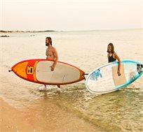 בואו להגשים חלום ולהפוך לגולשי גלים! קורס 4 מפגשים של גלישת גלים ממדריך מקצועי החל מ-₪690