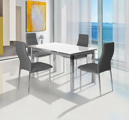 פינת אוכל כוללת שולחן + 4 כיסאות מבית SIRS