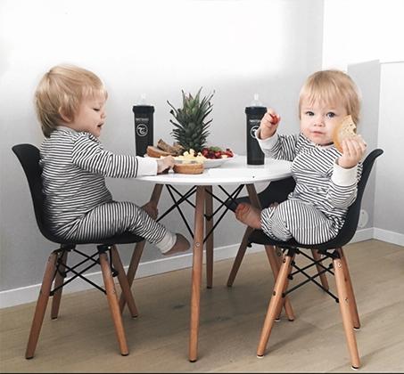 שולחן ושני כסאות לילדים כפינת אוכל במגוון צבעים לבחירה