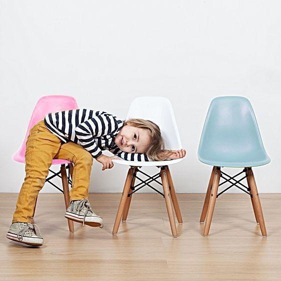 פינת אוכל מודרנית לילדים כוללת שולחן וזוג כסאות במבחר צבעים  - תמונה 4