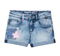 ג'ינס קצר משופשף בשילוב פאצ'ים לילדות Desigual דגם Maestre בצבע כחול