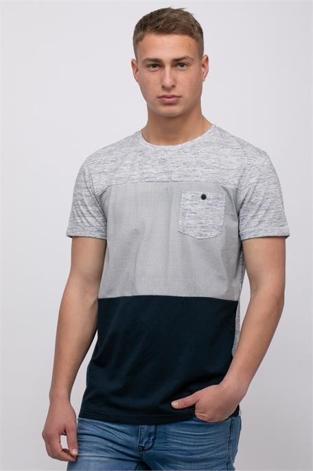 חולצת טי קולור בלוק ושילוב בדים עם כיס חזה