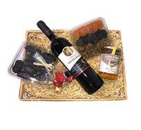 מארז ראש השנה הכולל דבש, יין אדום, שוקולד ופירות יבשים