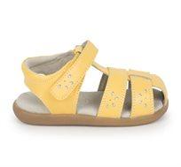 סנדלי עור צעד ראשון דגם גלוריה SEE KAI RUN לבנות בצבע צהוב