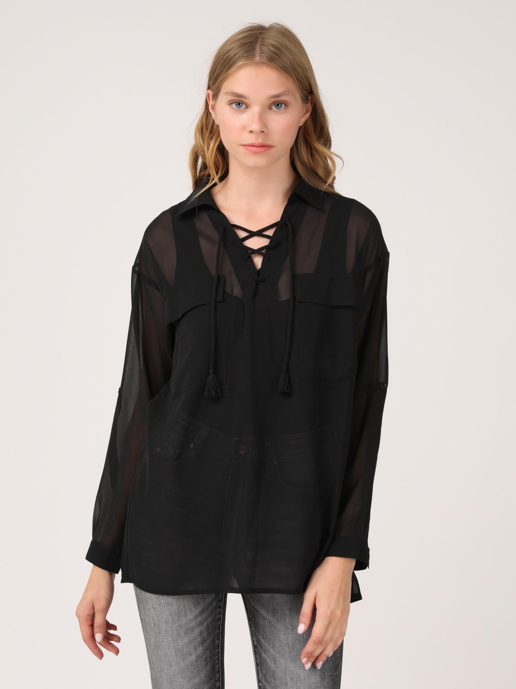 חולצת שיפון עם כיסים